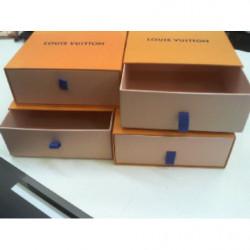 V-scatola Cartone Louis
